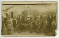 Ο Γ. Κάβουρας και ο Γ. Χατζής σε γλέντι στη Δραπετσώνα