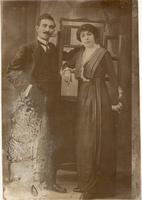 Ο Κώστας και η Μαρίκα Παπαγκίκα