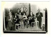 Ορχήστρα με τον Στράτο Παγιουμτζή κ.ά.