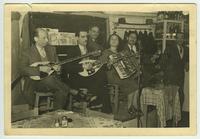 Ορχήστρα με Δασκαλάκη, Παπαδόπουλο και άλλους