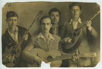 Ο Δημήτρης Κωνσταντινίδης και ο Ηλίας Ποτοσίδης με φίλους