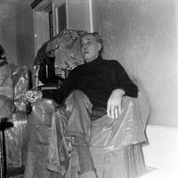Ο Μάρκος Βαμβακάρης στο σπίτι του