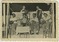 Ορχήστρα με Γ. Σταμούλη, Απ. Χατζηχρήστο και άλλους